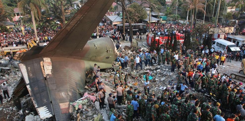 Impactantes imágenes del accidente del avión militar Hercules C-130