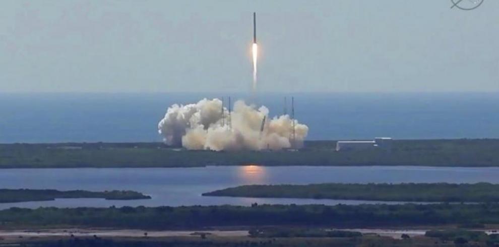 Guardia Costera supervisa zona de escombros del cohete SpaceX Falcon 9