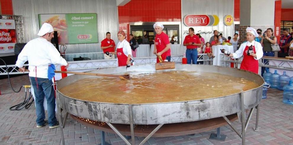 Mil platos de sancocho en la apertura de Santiago