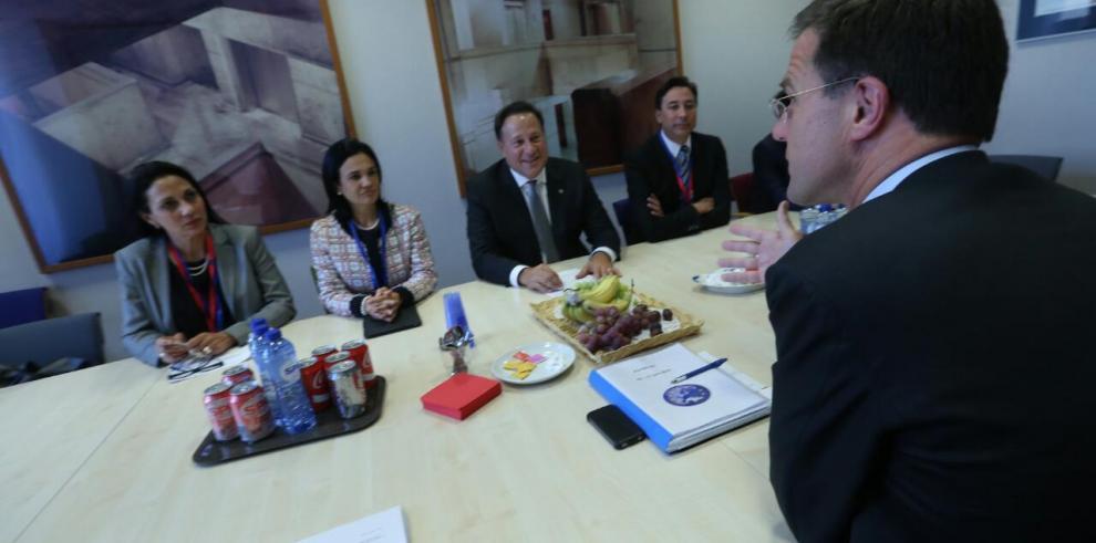 Varela y Holland fortalecerán la lucha contra el crimen y terrorismo