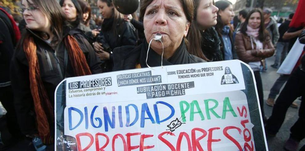Chilenos protestan en la víspera de Copa América