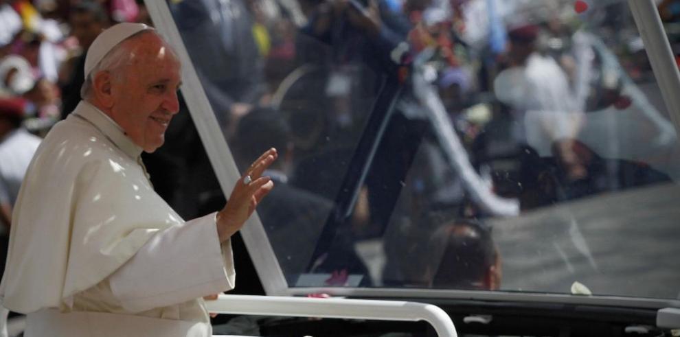 El papa Francisco llega a suelo boliviano