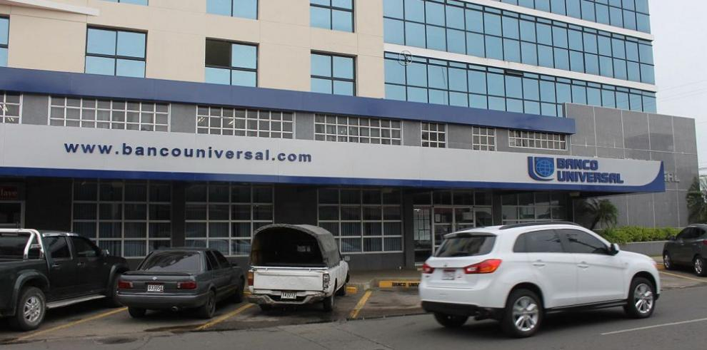 Banco Universal vuelve a abrir sus puertas