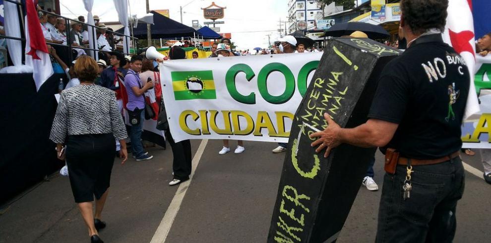 Desfile y protesta en La Chorrera en su aniversario