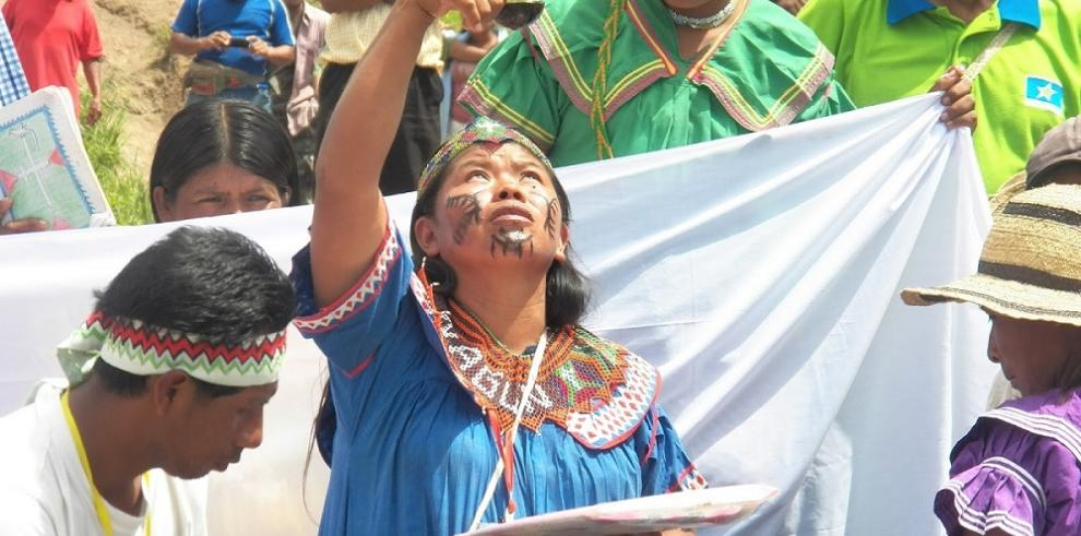 Ngäbes celebran a Mama Tatda