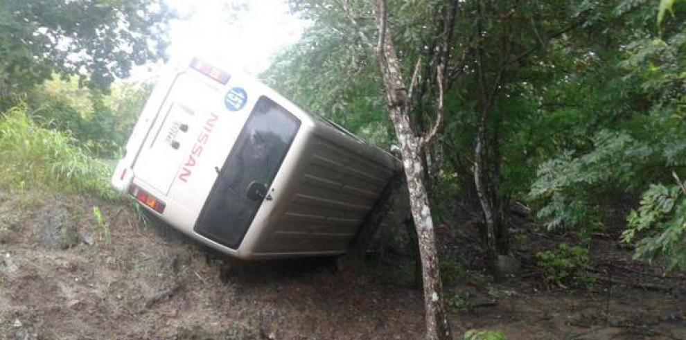 Accidente deja a 14 estudiantes del IPT de Tonosí heridos