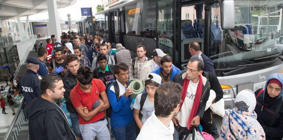 Unos quince mil migrantes viajaron hacia Alemania