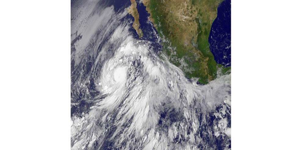 Huracán Linda se fortalece a categoría 2 en noroeste de México