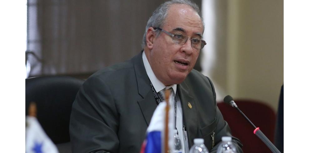 Sociedad civil le solicitó a Ayú Prado que se declare impedido en FP