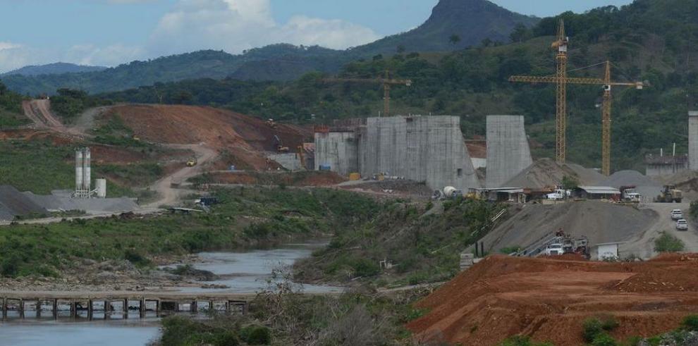 'Blindan' los petroglifos del río que será intervenido por Barro Blanco