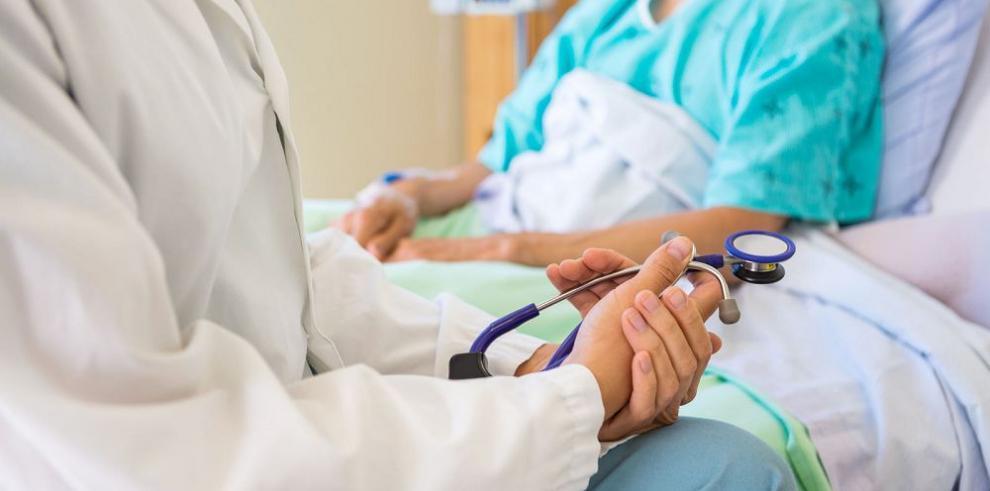 Reunión médica, civil y empresarial a favor de pacientes