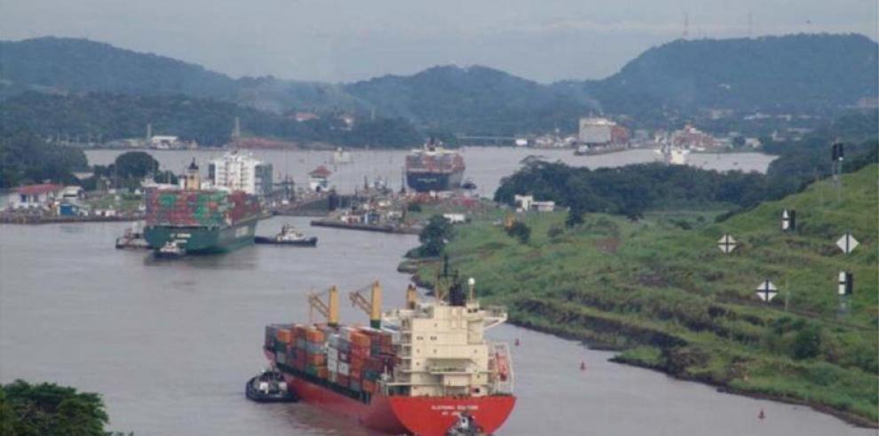Canal de Panamá estudia restringir el calado de los buques por sequía