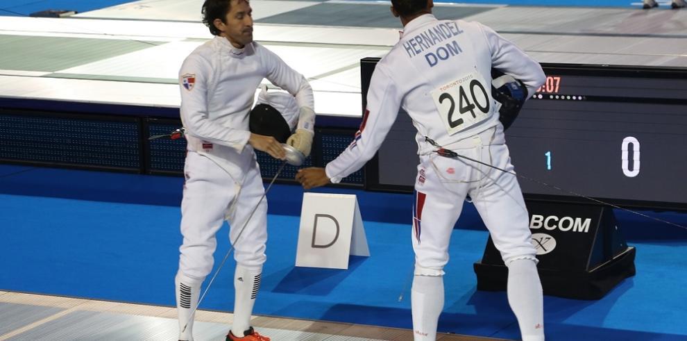 Los panameños Guitían y Aguilar compiten en la esgrima del pentatlón