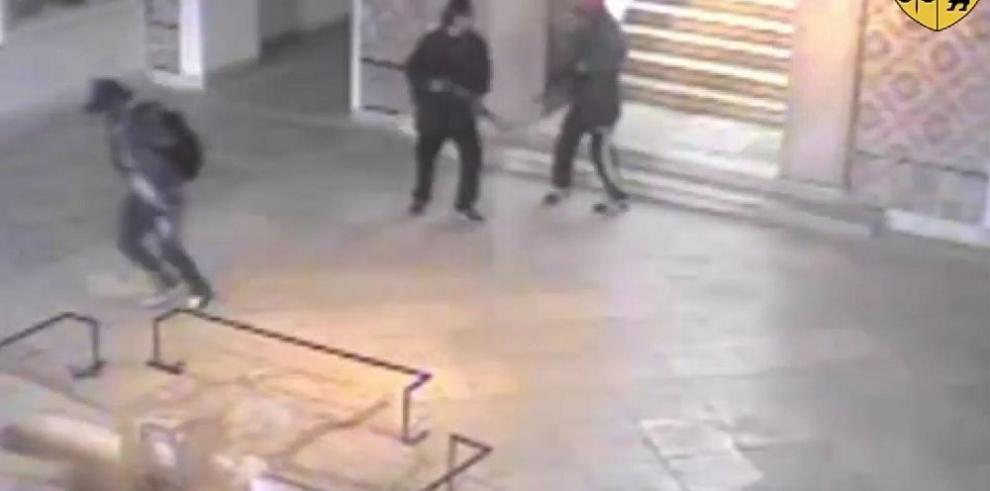 El Gobierno busca a un tercer atacante terrorista
