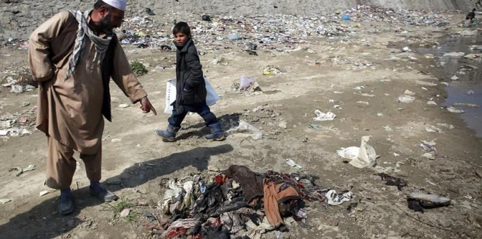 En Kabul se manifiestan contra el linchamiento de una mujer afgana
