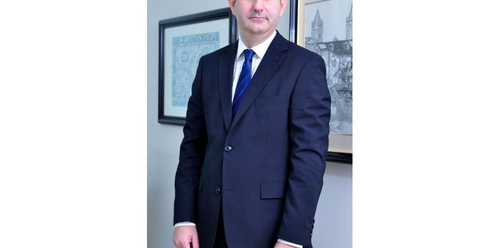 Varela busca una figura con credibilidad para la SMV