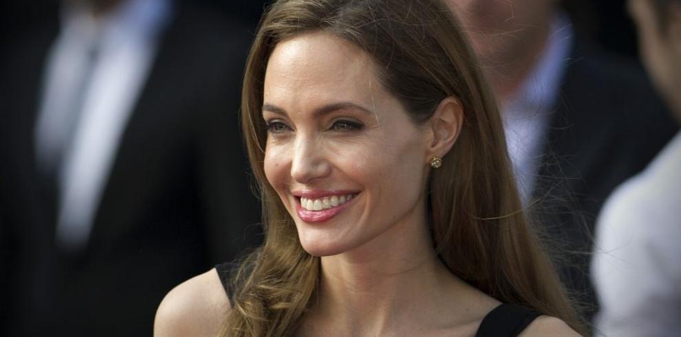 Angelina Jolie se hizo extirpar los ovarios por miedo a cáncer