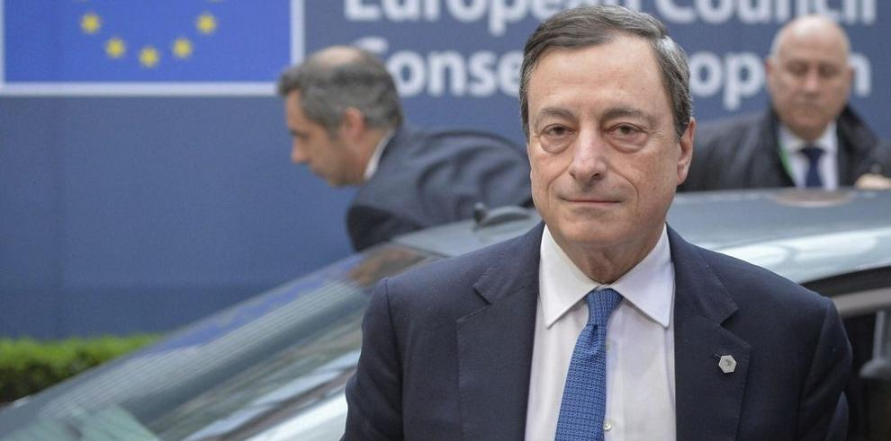 Draghi es optimista sobre Grecia y estudiará los riesgos