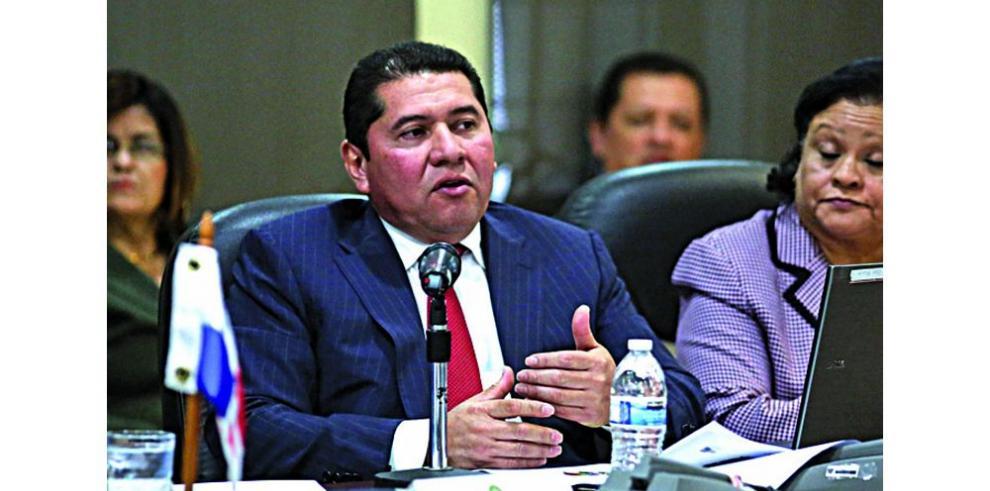 Presentan dos habeas data contra Rubén De León