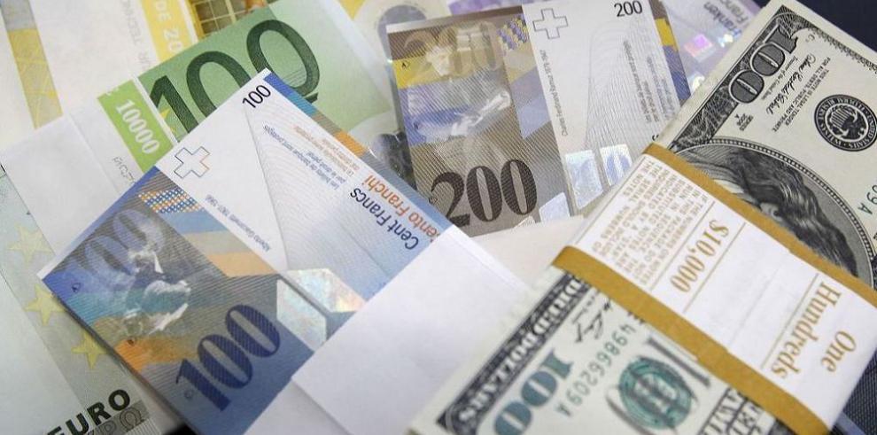 El dólar abre el 2015 con fuerza y sube ante el euro