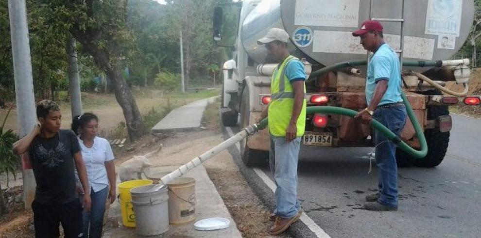 IDAAN distribuye agua potable en camiones cisternas en Penonomé
