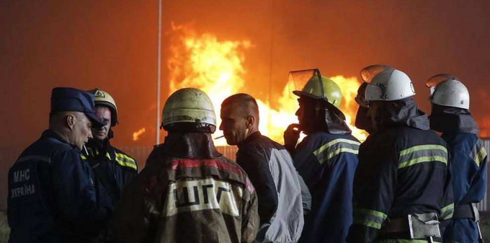 Cuatro muertos en incendio de almacén de combustible cerca de Kiev