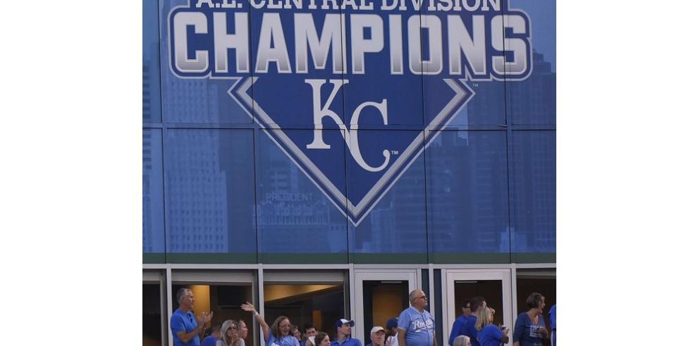Kansas City guarda piezas para jugar la postemporada