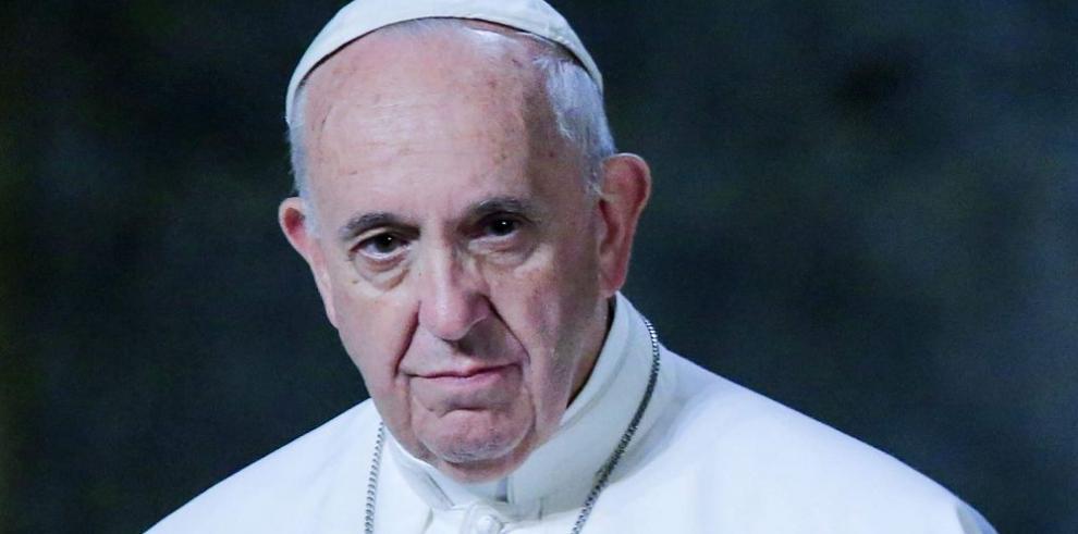 El Papa sin zapatos rojos