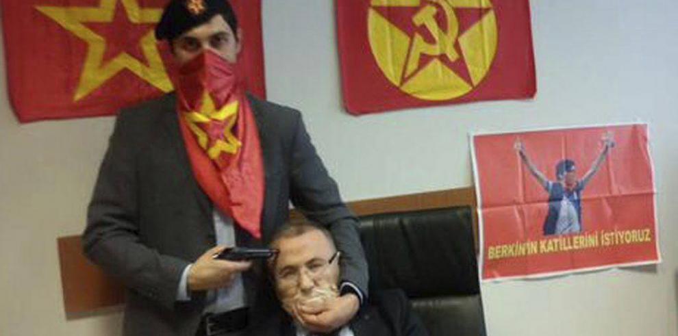 Toman como rehén a fiscal en Estambul