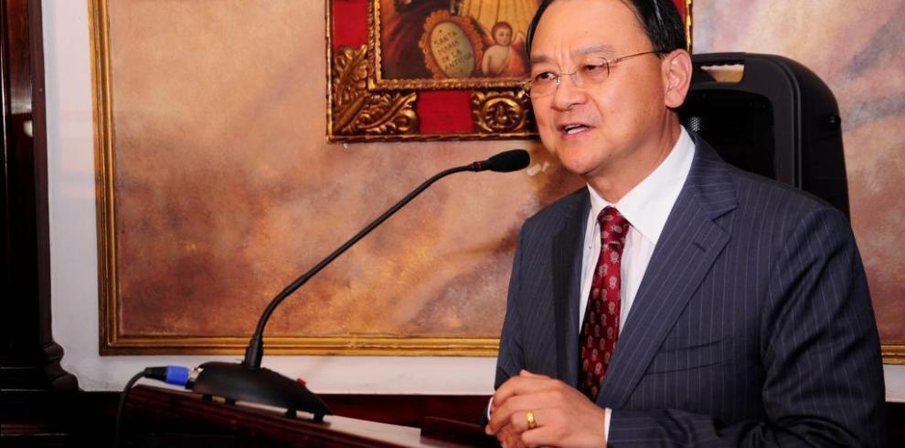 Alcaldía condecoró a seis miembros de la comunidad china