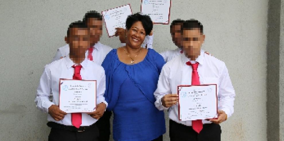 Se graduan de noveno gradoen el Centro de Cumplimiento de Pacora