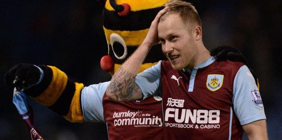 Burnley sorprende al City y Chelsea se acerca más al título