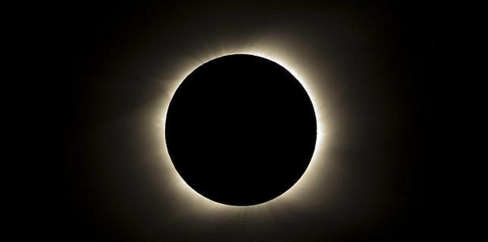 El eclipse de sol pondrá bajo tensión la red eléctrica europea