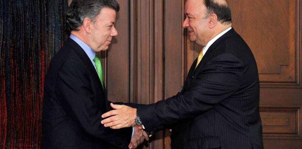 Santos nombra a Luis Carlos Villegas como ministro de Defensa