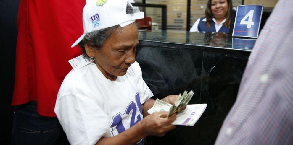 Pagos de 120 a los 65 se realizarán con tarjetas de débito