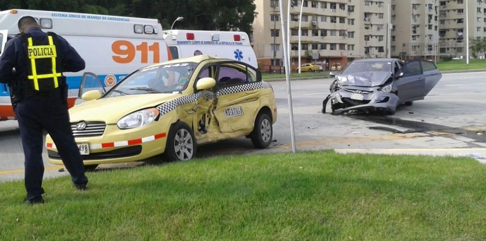 Diez heridos en accidente de tránsito en la Cinta Costera