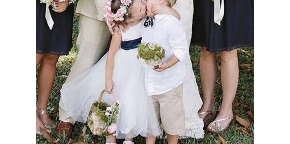 Niña le roba protagonismo a su madre el día de su boda