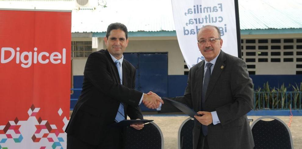 Firman pacto para mejora de escuela