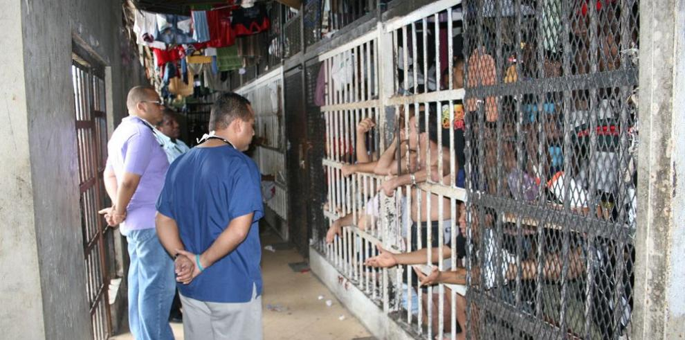 Cinco reclusos de La Joya están prófugos