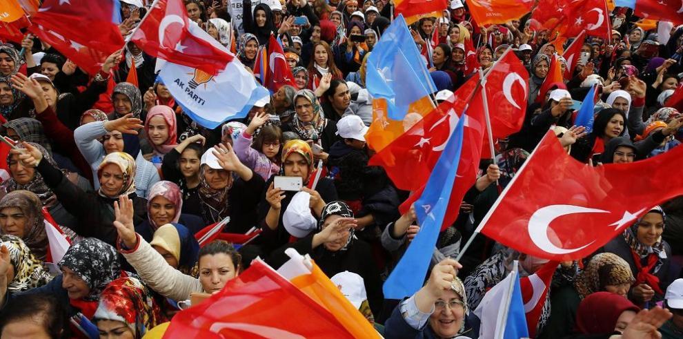 Turquía celebra cruciales comicios parlamentarios