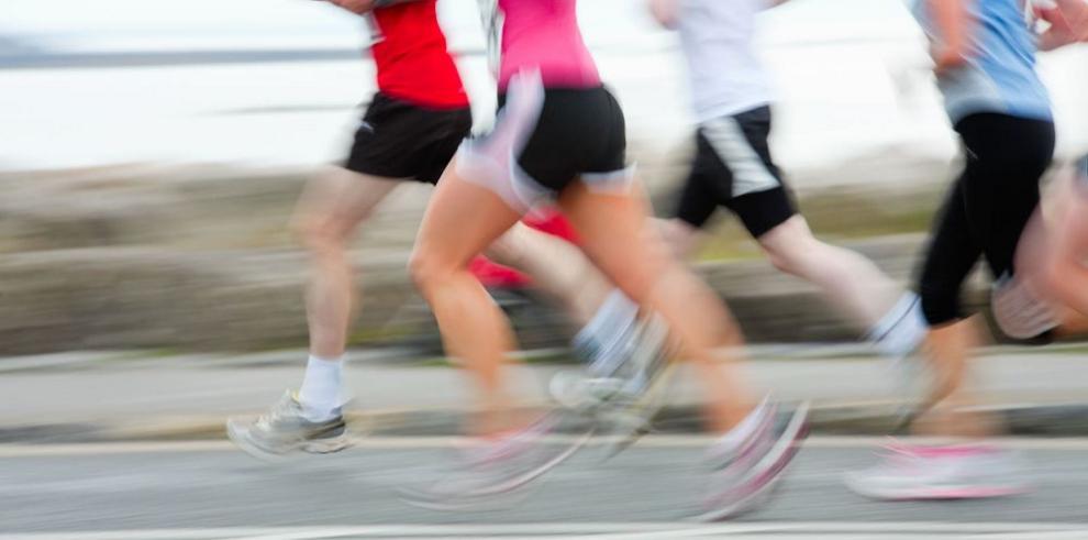 Correr: solo o en grupo, los beneficios que da esta actividad