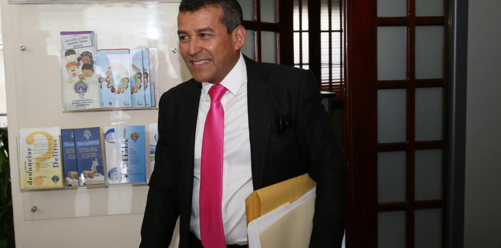 Sittón denuncia en EEUU a Papadimitriu y tres ministros de Varela