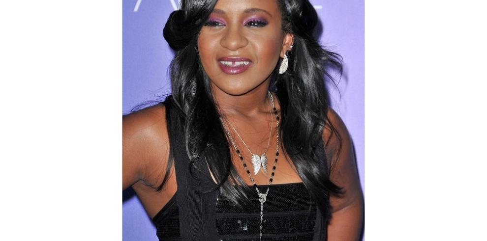 Hija de Whitney Houston ha despertado del coma