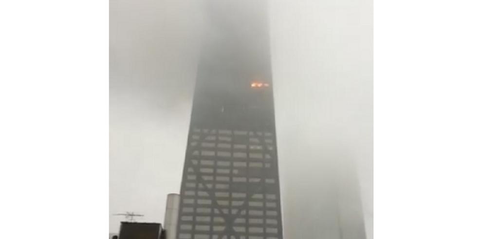 Incendio en un rascacielos en Chicago, Estados Unidos