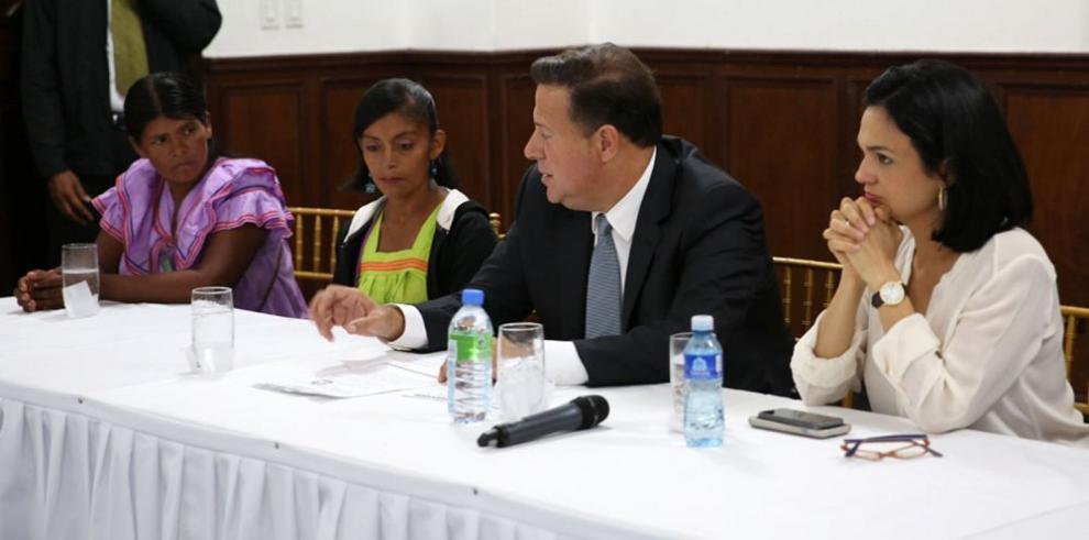 Varela recibe a ngäbes en la Presidencia