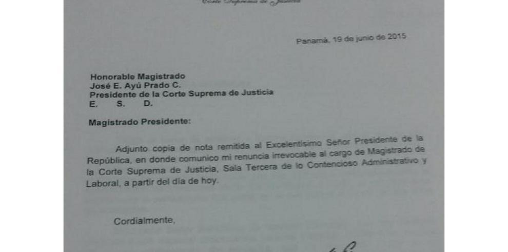 Renunció Víctor Benavides como magistrado de la Corte