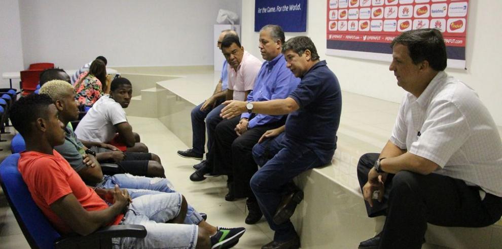 """""""Bolillo"""" piensa en el repechaje ante Cuba"""
