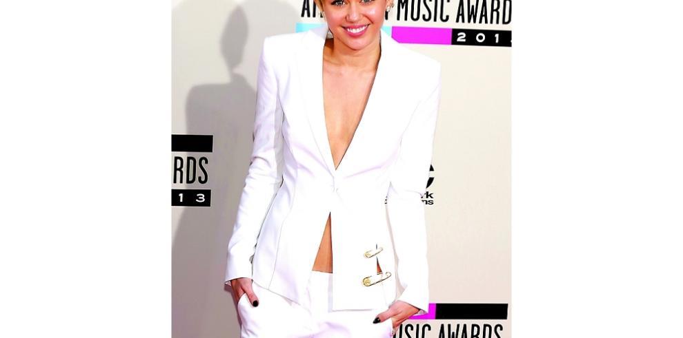 Miley Cyrus le canta a su fallecido pez globo