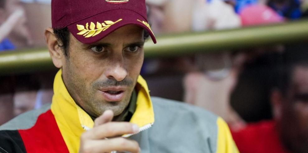 Funcionarios públicos sancionados por EE.UU. demandarán a Capriles
