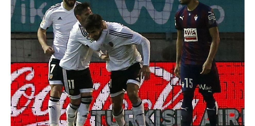 El Valencia rescata un punto en su visita a Eibar